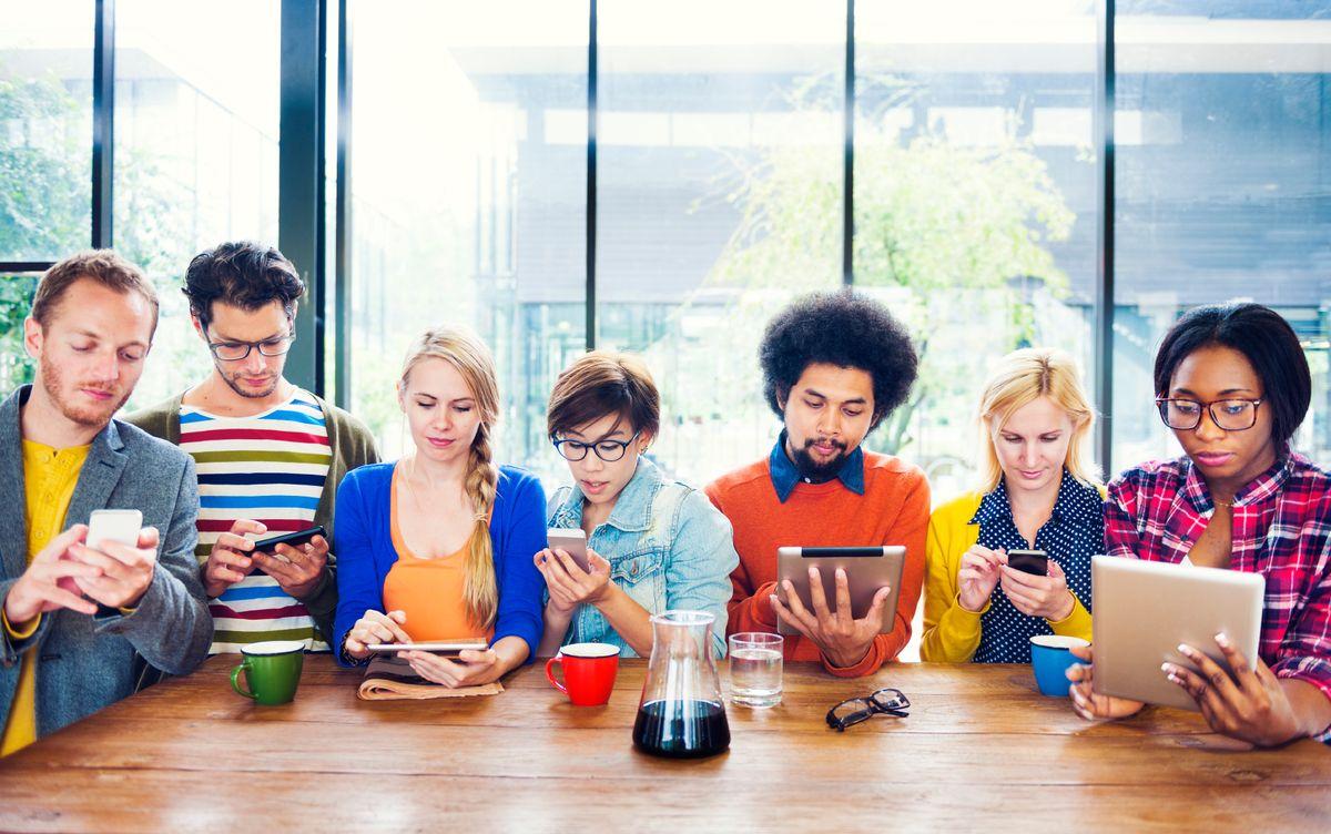 4 Reasons Why Social Media Is Killing The Vibe