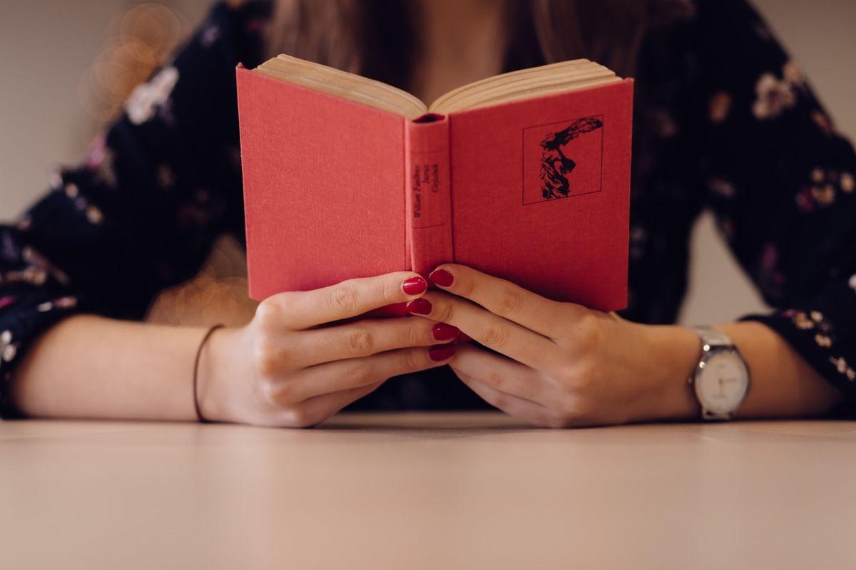 A Fangirl's Read: 'Geekerella' by Ashley Poston