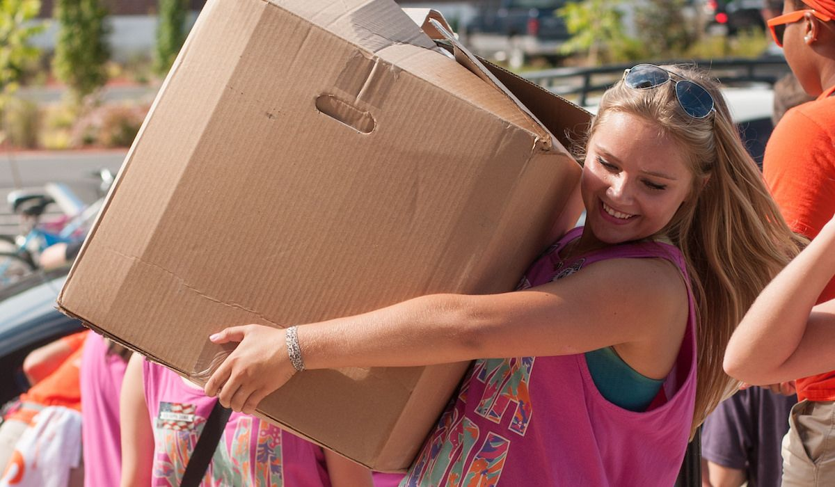 48 Move-In Day Thoughts College Kids Can't Help But Have