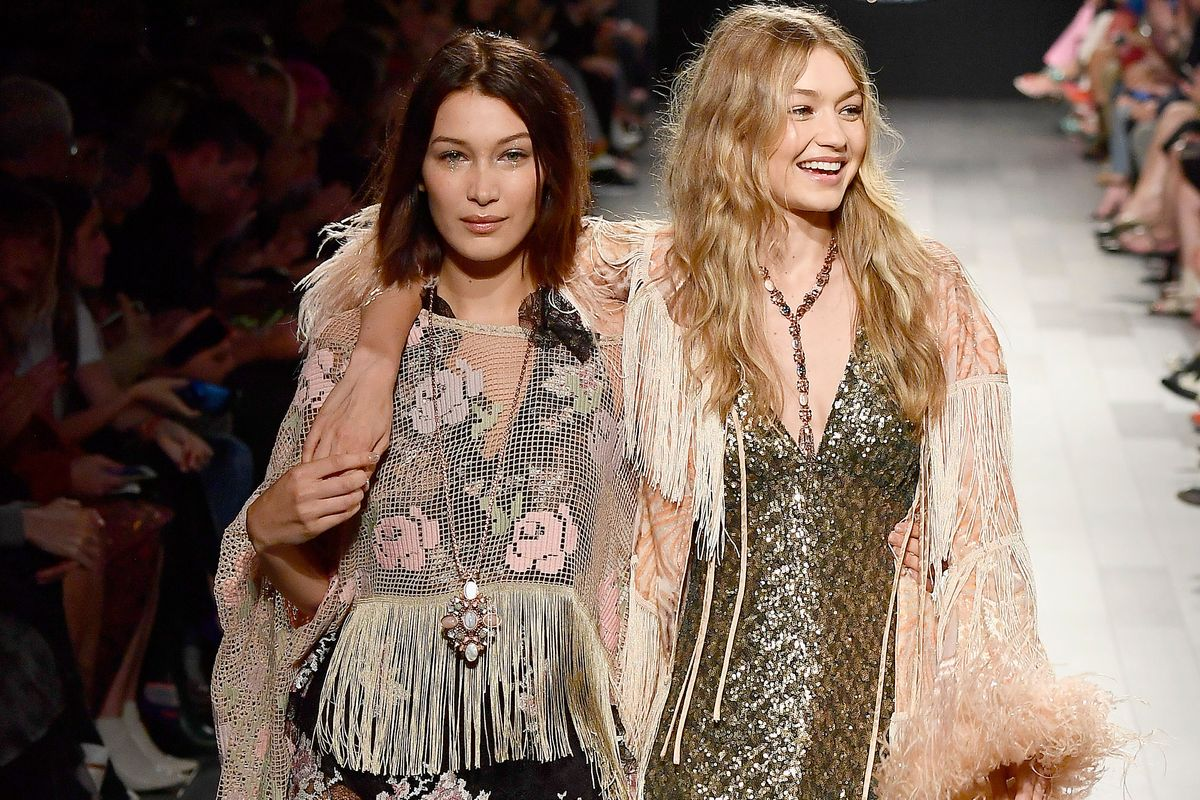 Bella Hadid Helped Gigi Down the Runway Like a Champ at Anna Sui