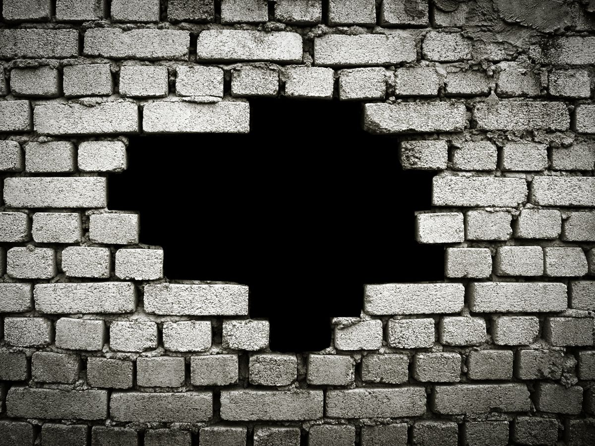 """6 Reasons Why """"Hole In the Wall"""" Places Are Better"""