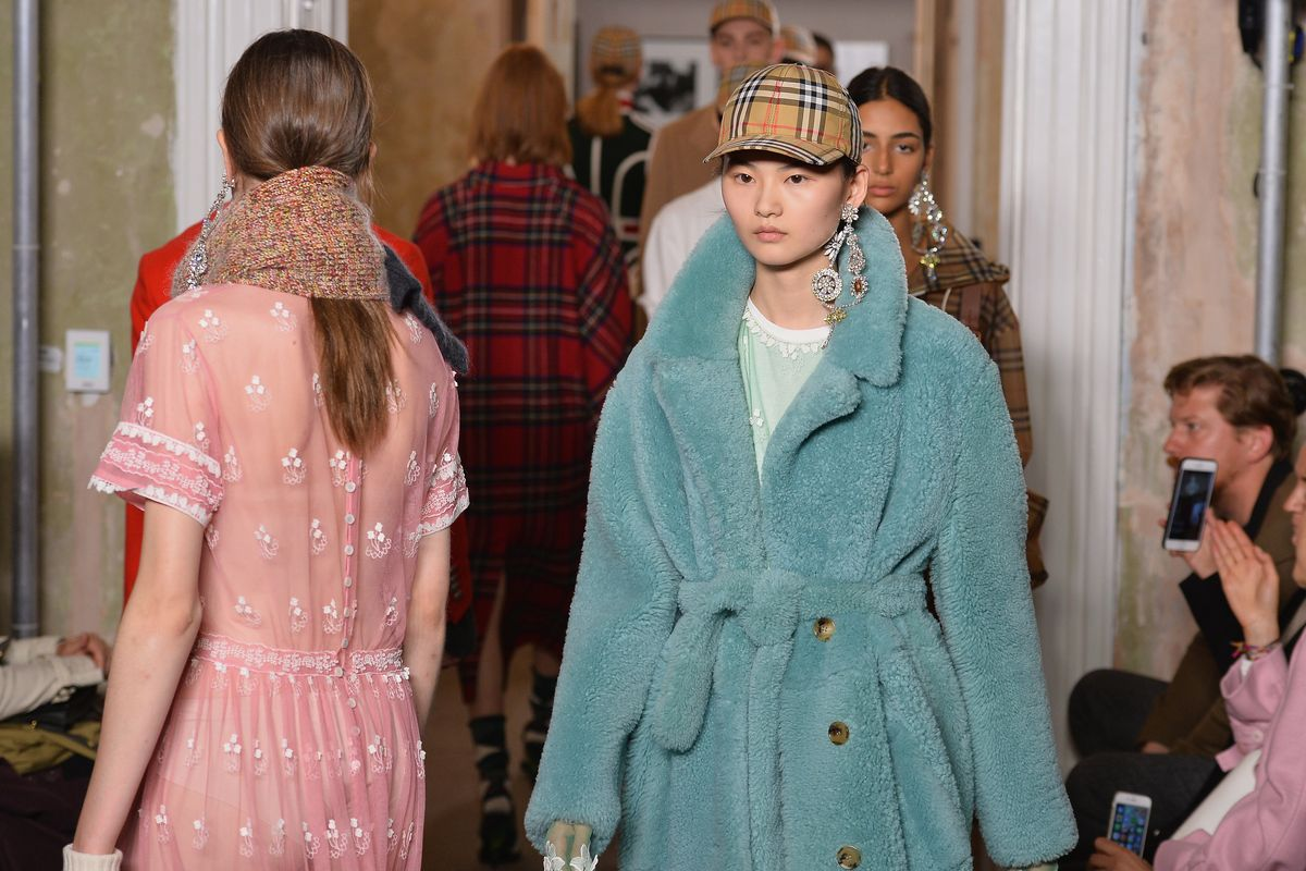 Burberry Brings Back the Classics in Fall 2017 Show