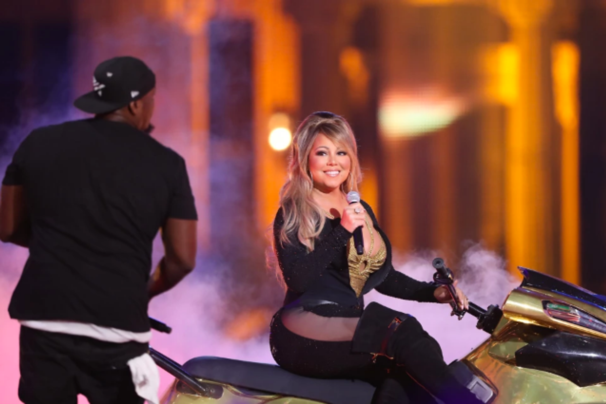 """Here is Mariah Carey Performing """"Honey""""on a Jet Ski Because She's Mariah"""