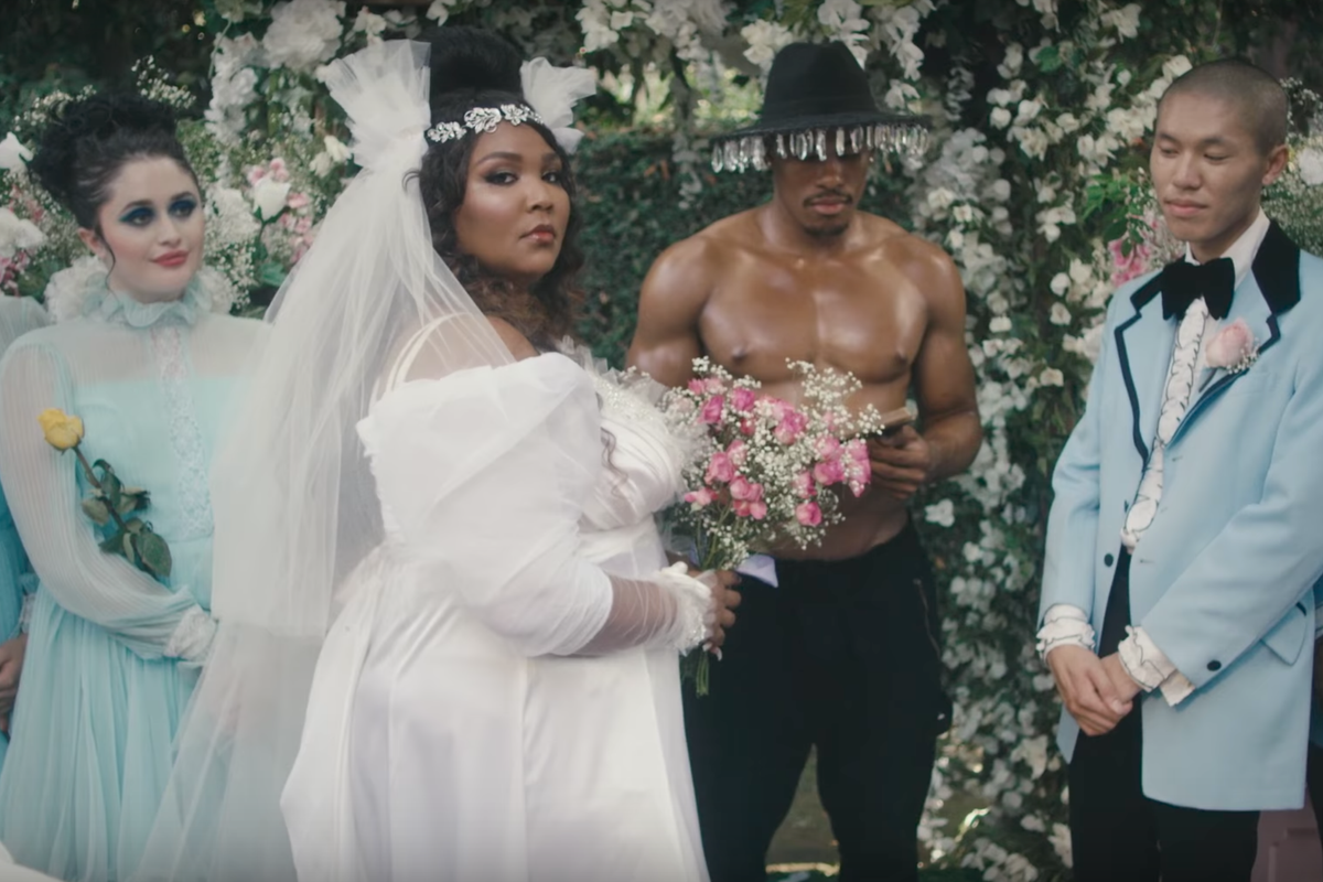 """Rapper Lizzo Marries Herself In Self-Love Anthem """"Truth Hurts"""""""