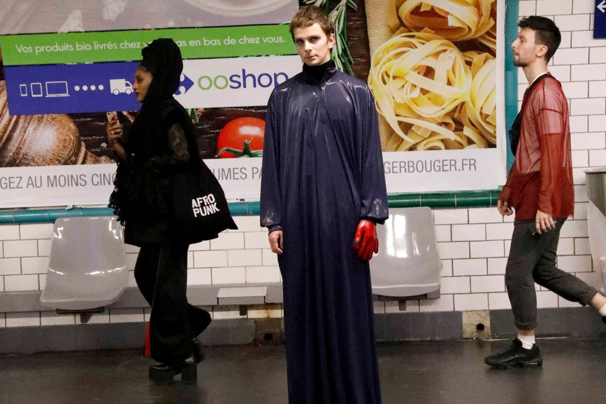 Dumitrascu Staged Their Spring 2018 Show On a Parisian Subway Platform