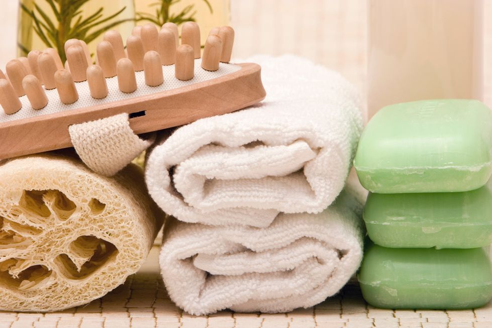Why I Am No Longer Using Washcloths & Loofahs To Shower