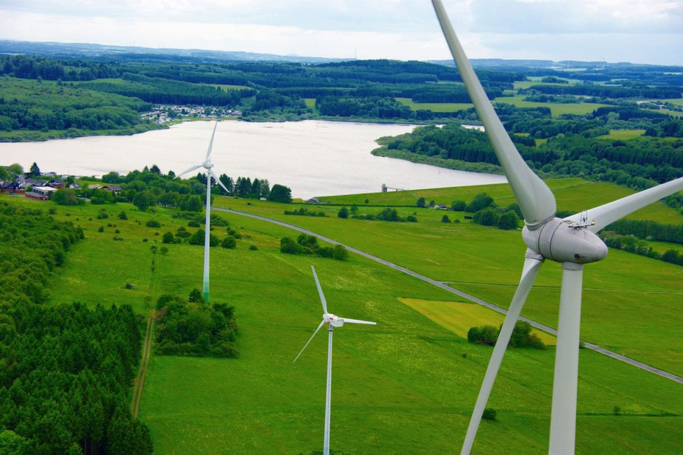 German Utilities Pay Customers to Use Electricity Thanks to Renewables Surplus