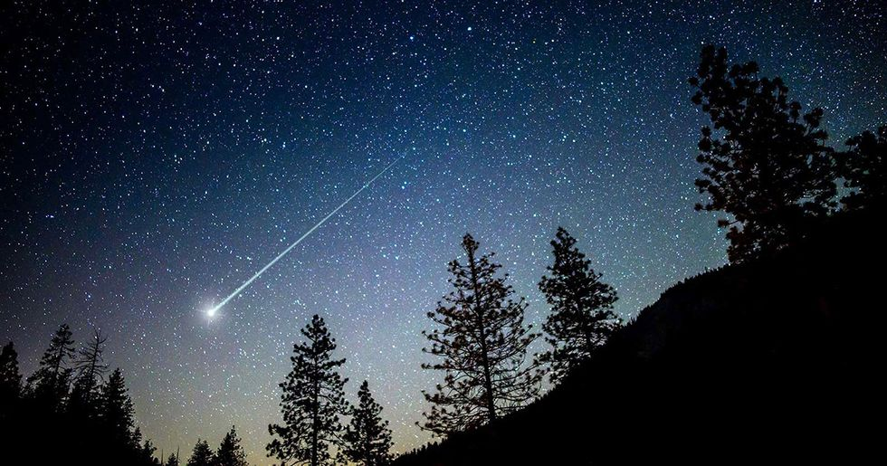 November Astronomical Highlights: Disappearing Planets and a Comet