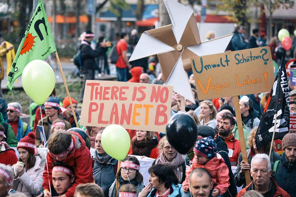 Ahead of COP23 Climate Talks: 25,000 March Demanding End to 'Era of Fossil Fuels'