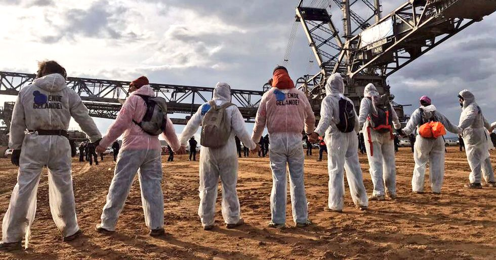 Chanting 'Keep It In the Ground,' Thousands Descend on German Coalfields