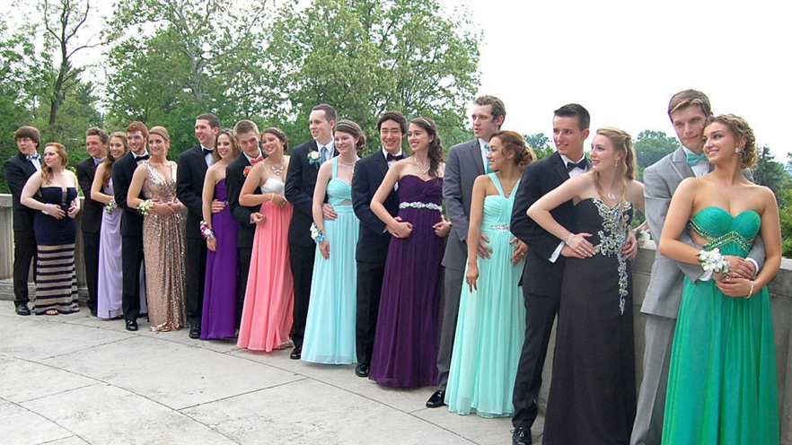 234bfd082ae The History Of Prom