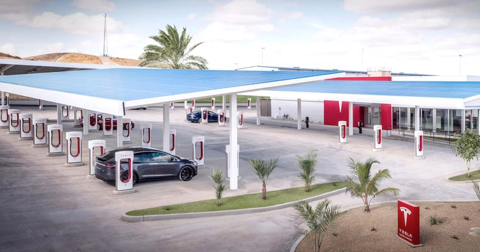 Tesla Opens Largest U.S. Supercharger Stations to Date and That's a Big Deal