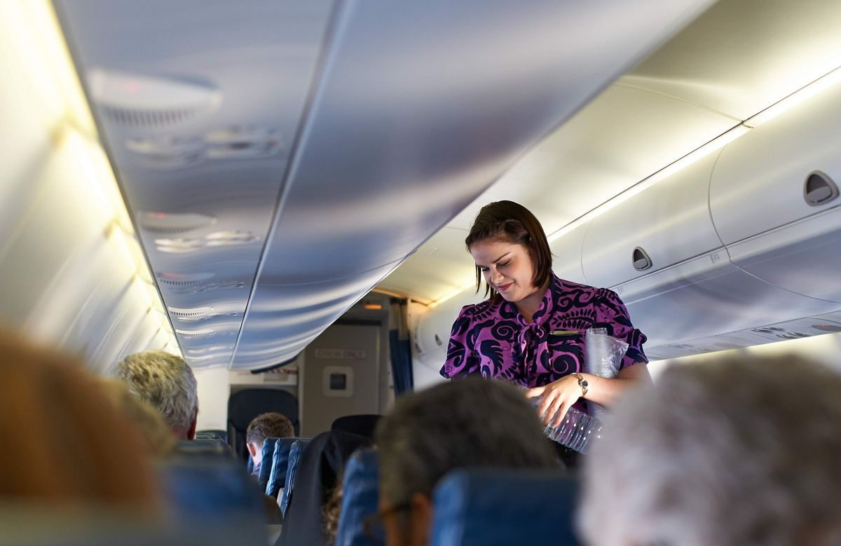 The 21 Dos And Don'ts Of Airplane Etiquette