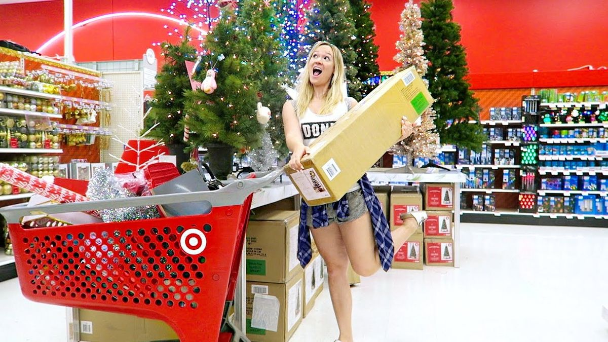 17 Thoughts College Girls Have Shopping In Target When It Transforms Into The North Pole