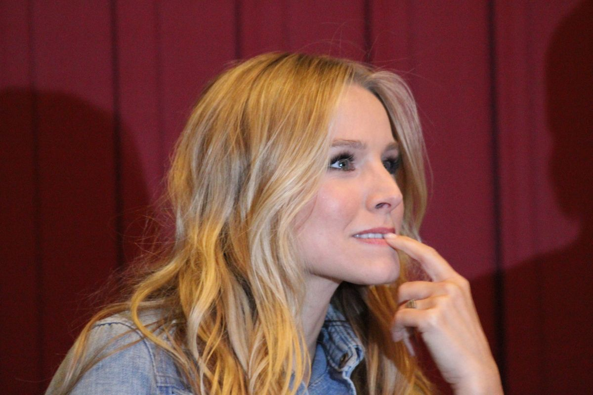 The Last 2 Weeks Of The Fall Semester For College Girls, As Told By Kristen Bell
