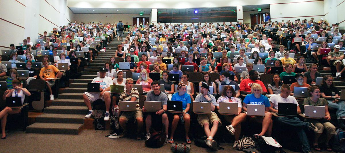 5 Thoughts Every Student Has During Class