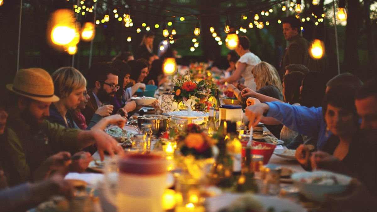 10 Topics To Avoid At Family Gatherings, At All Costs