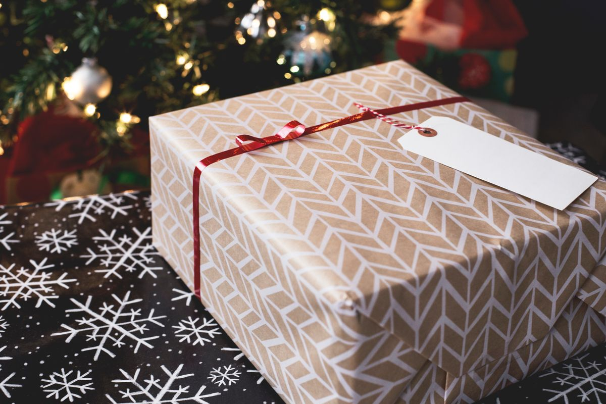 10 Things College Kids ACTUALLY Wanna See Under The Christmas Tree This Year