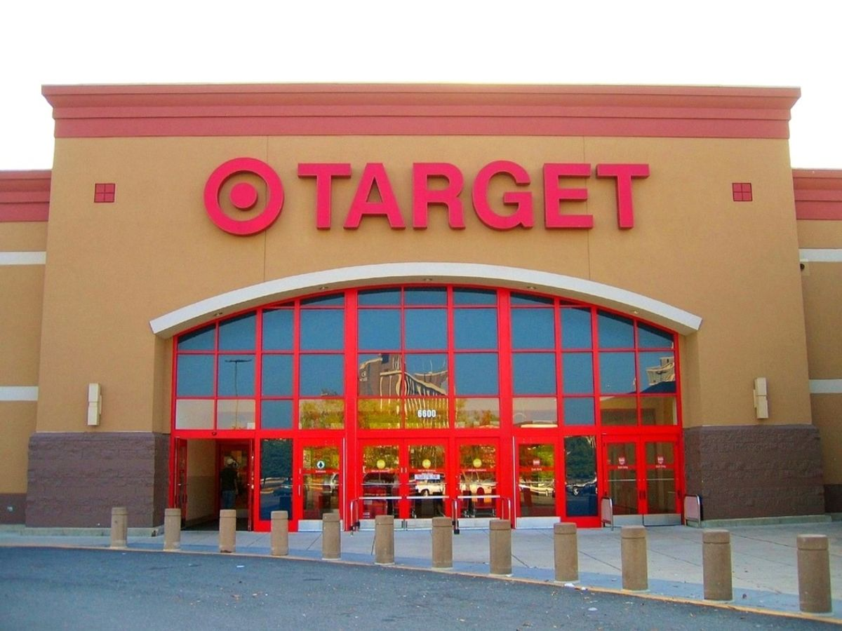 The 9 Phases Of Every Girl Shopping At Target