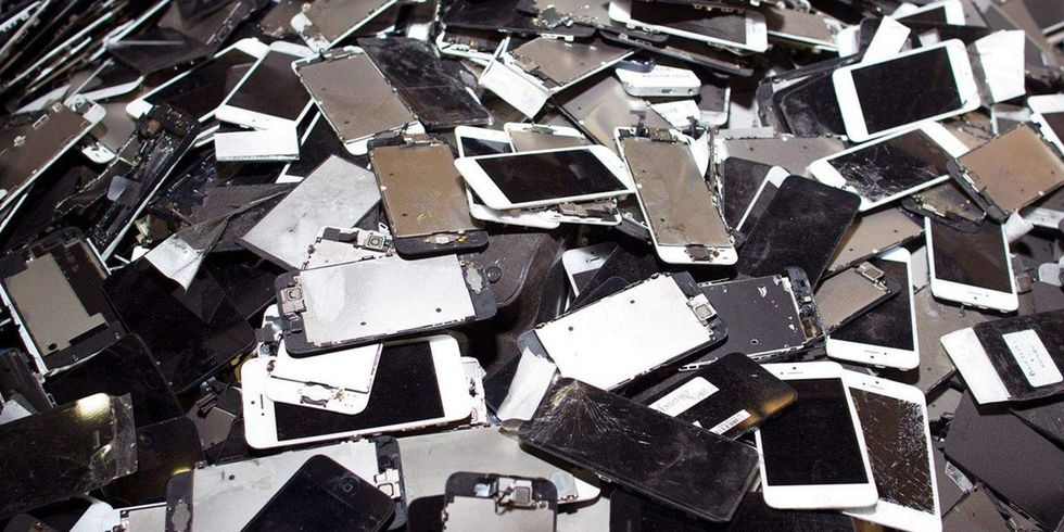 Why Apple Deliberately Slowing Down iPhones Is Harming the Environment
