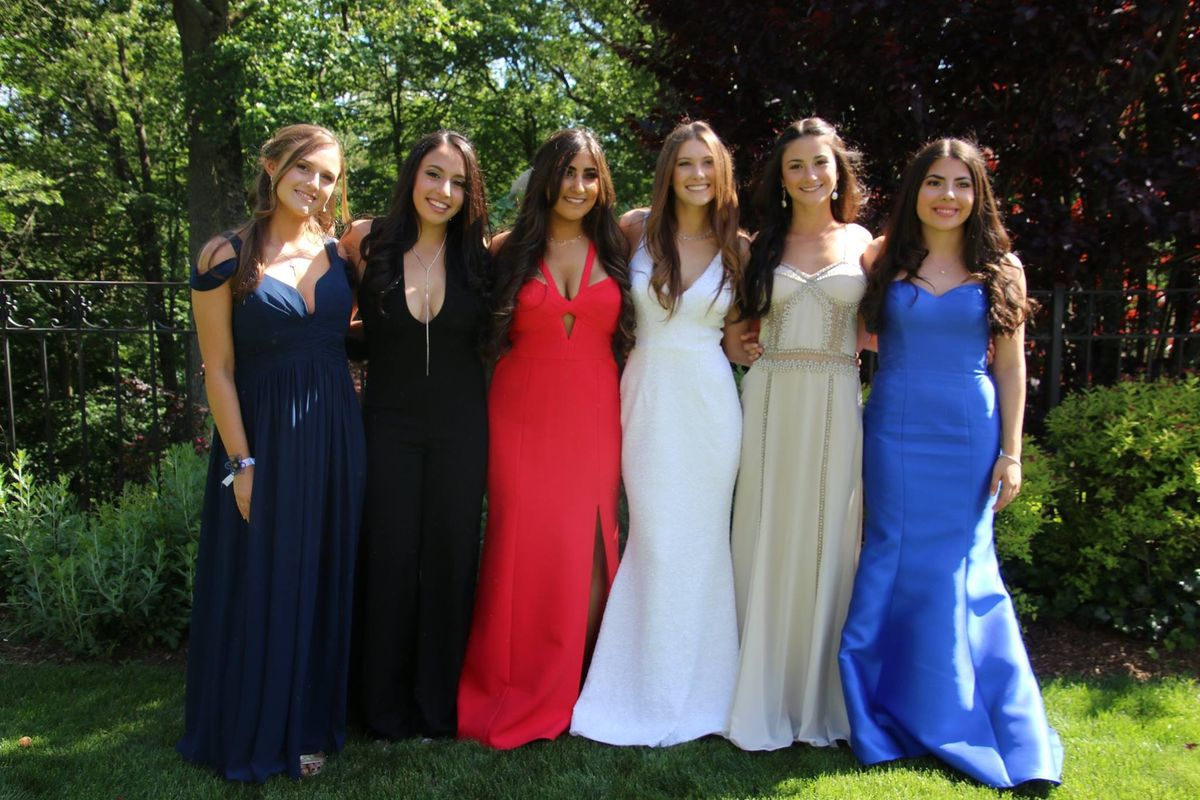 6 Cherished Reasons Your High School Friends Are Irreplaceable