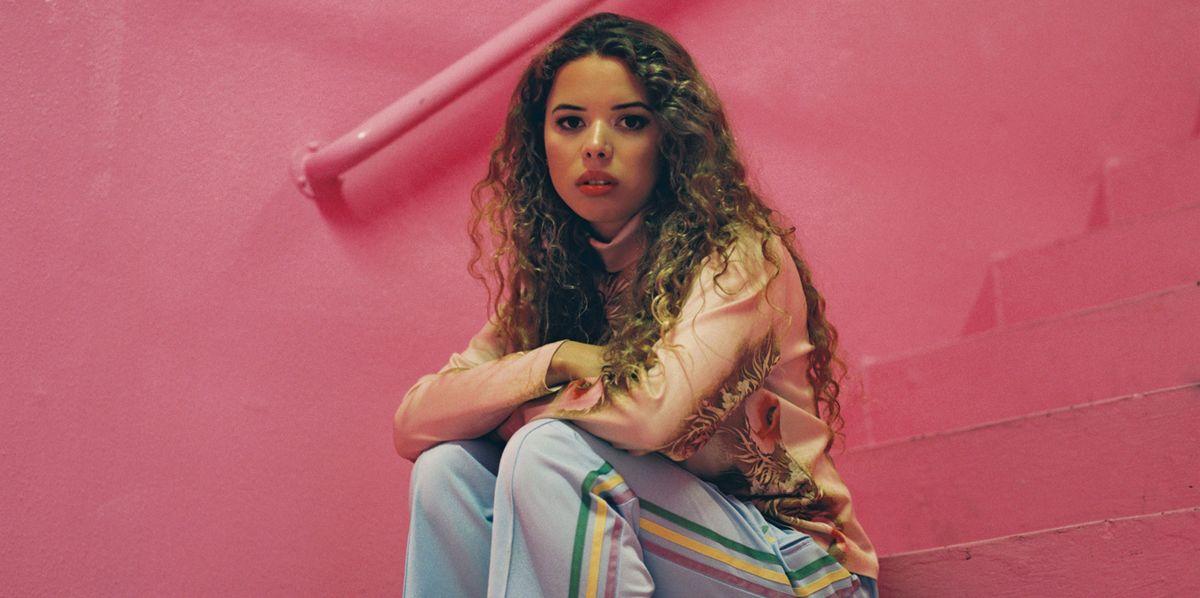 Nilüfer Yanya's Confident, Colorful Pop Music