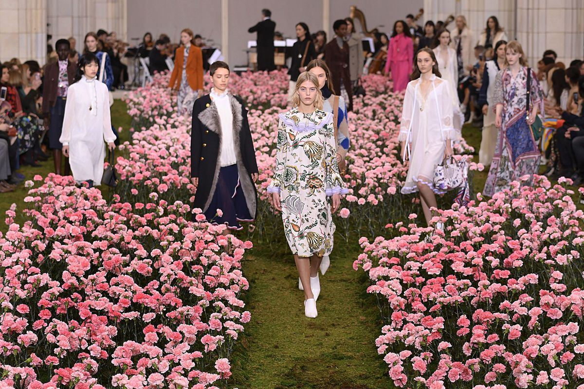 Tory Burch Brought 14,000 Carnations to NYFW