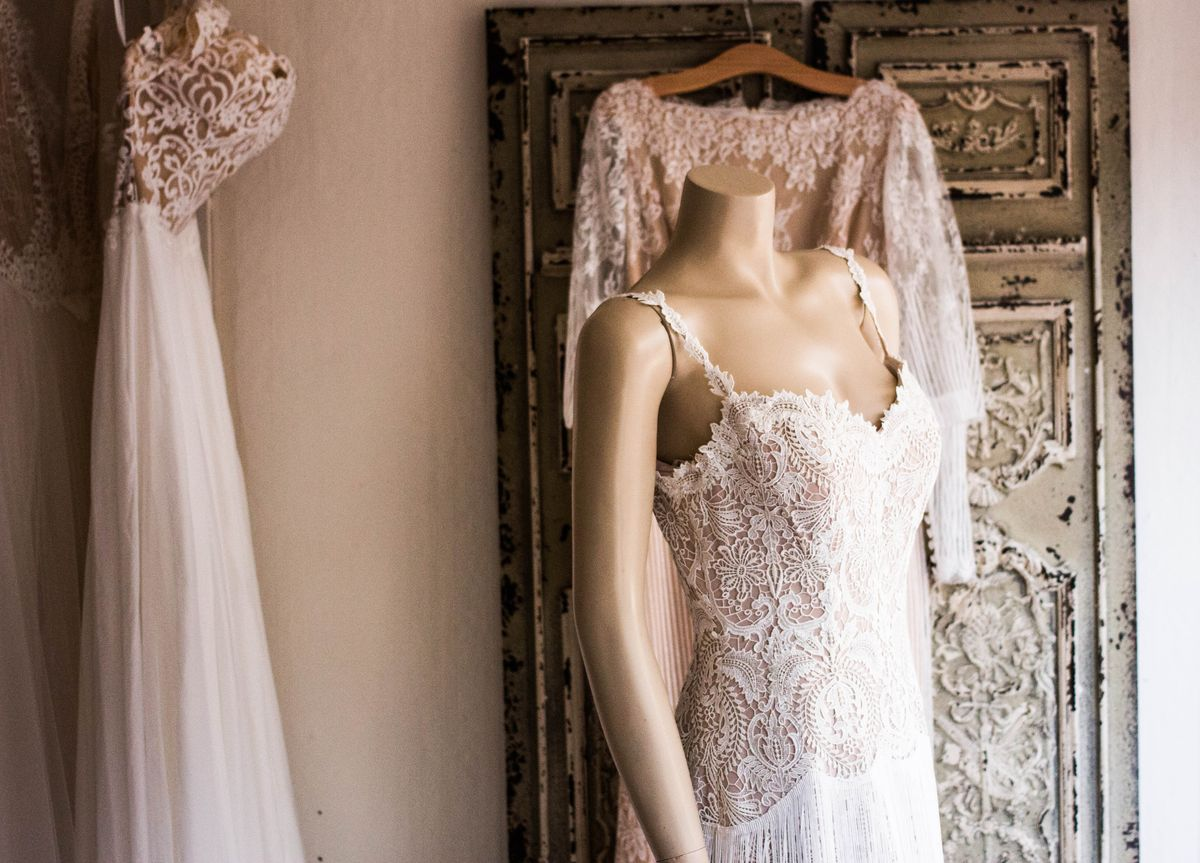 4 Emotions Every Bride-To-Be Has While Wedding Dress Shopping