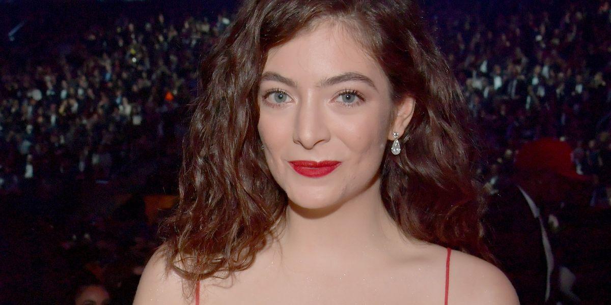 Lorde Attends Grammys, Rocks a Jenny Holzer Poem