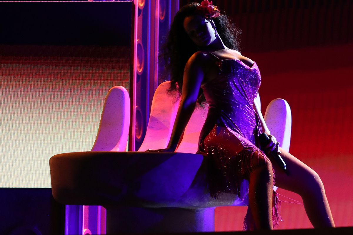 Rihanna's 'Wild Thoughts' Performance Burned Down the Grammys