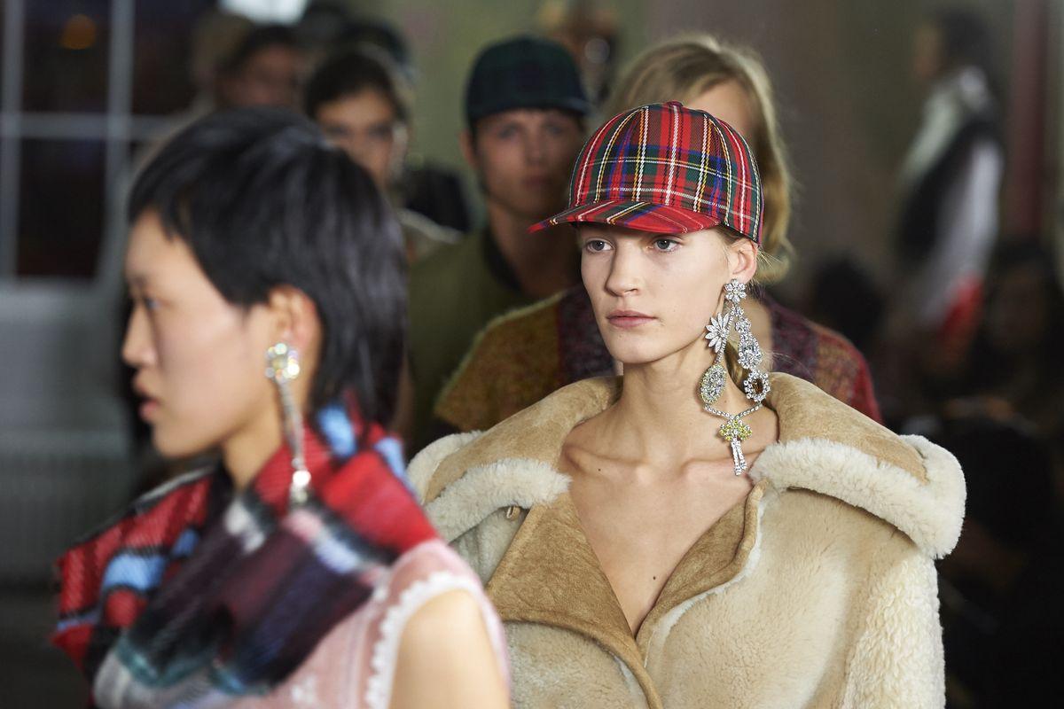 Enjoy the Burberry Fall '18 Livestream from London Fashion Week