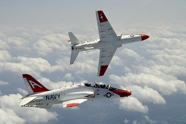 5 differences between Navy and Air Force fighter pilots - We