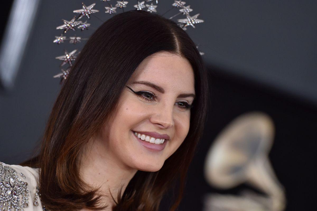 Here's Lana Del Rey Doing Lana Del Rey Karaoke