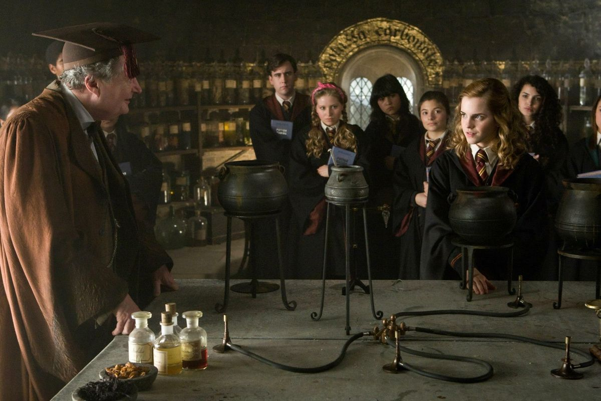 13 People You Meet In College As Harry Potter Characters