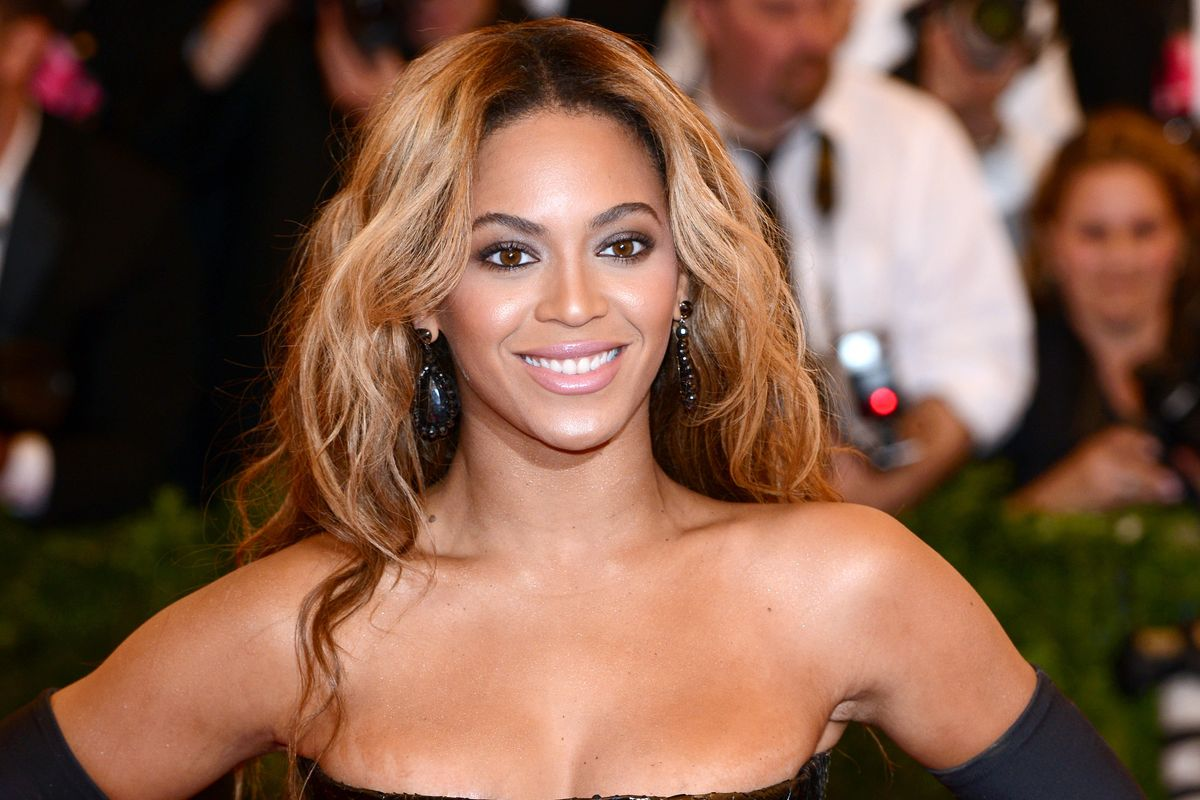 Beyoncé's Golden Gown Was Unsurprisingly Inspired By a Queen