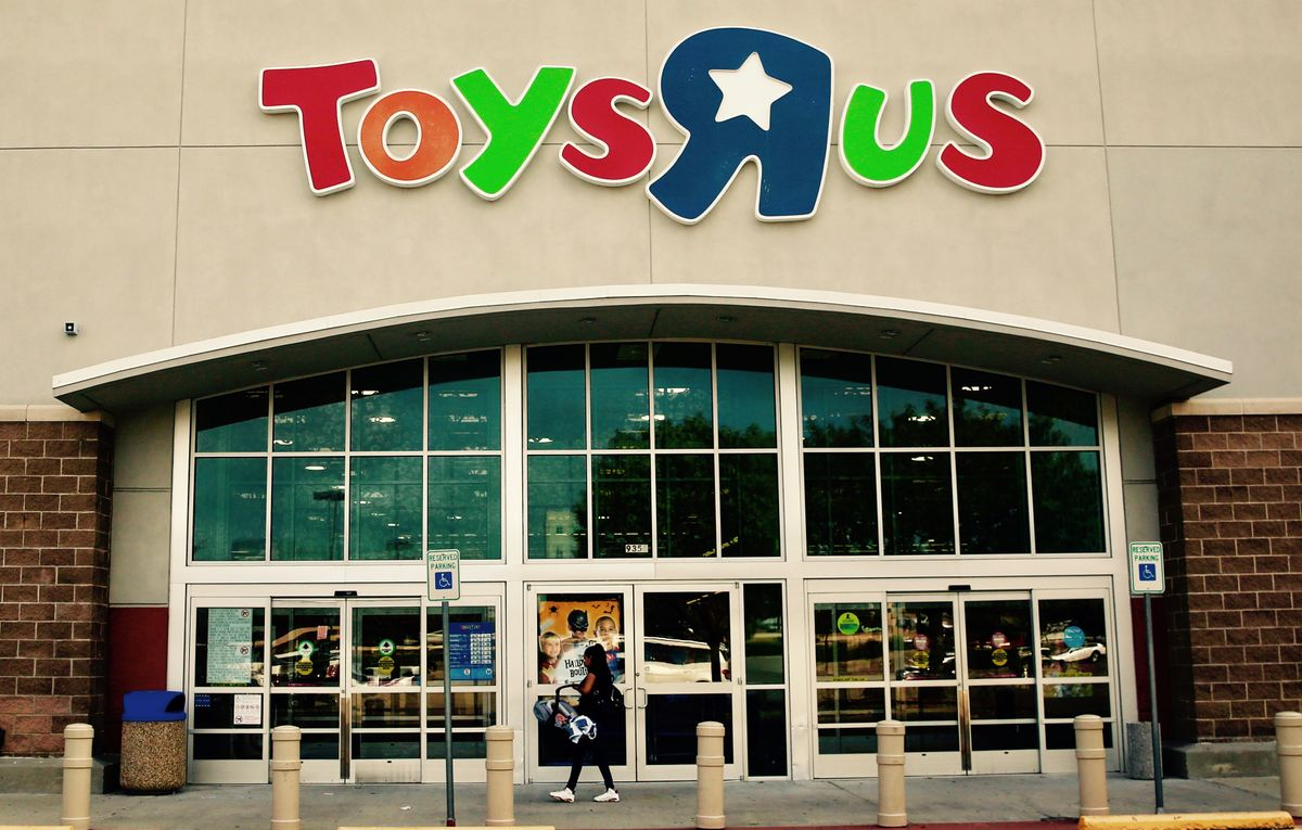 A Goodbye To Toys R Us, From Every 90's Kid