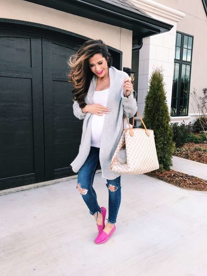 f881268e54cd5 What to wear to a baby shower—whether you're a guest or the mama-to ...
