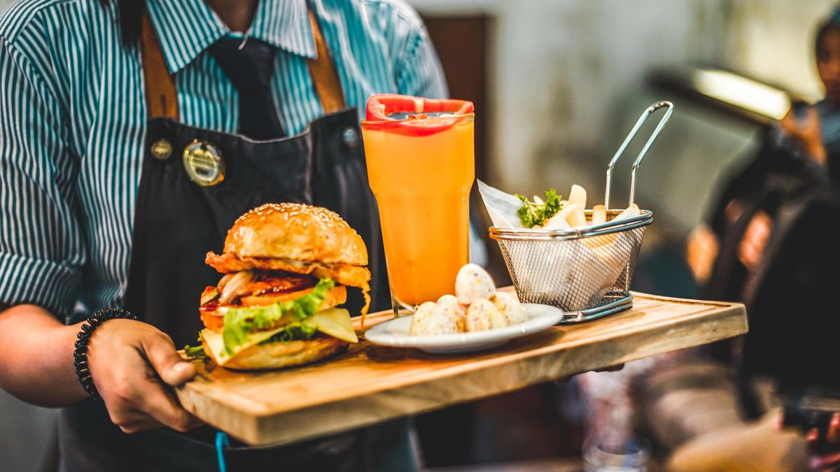 12 Do's and Don'ts Of Being A Restaurant Costumer As Valuable As A Nice Tip