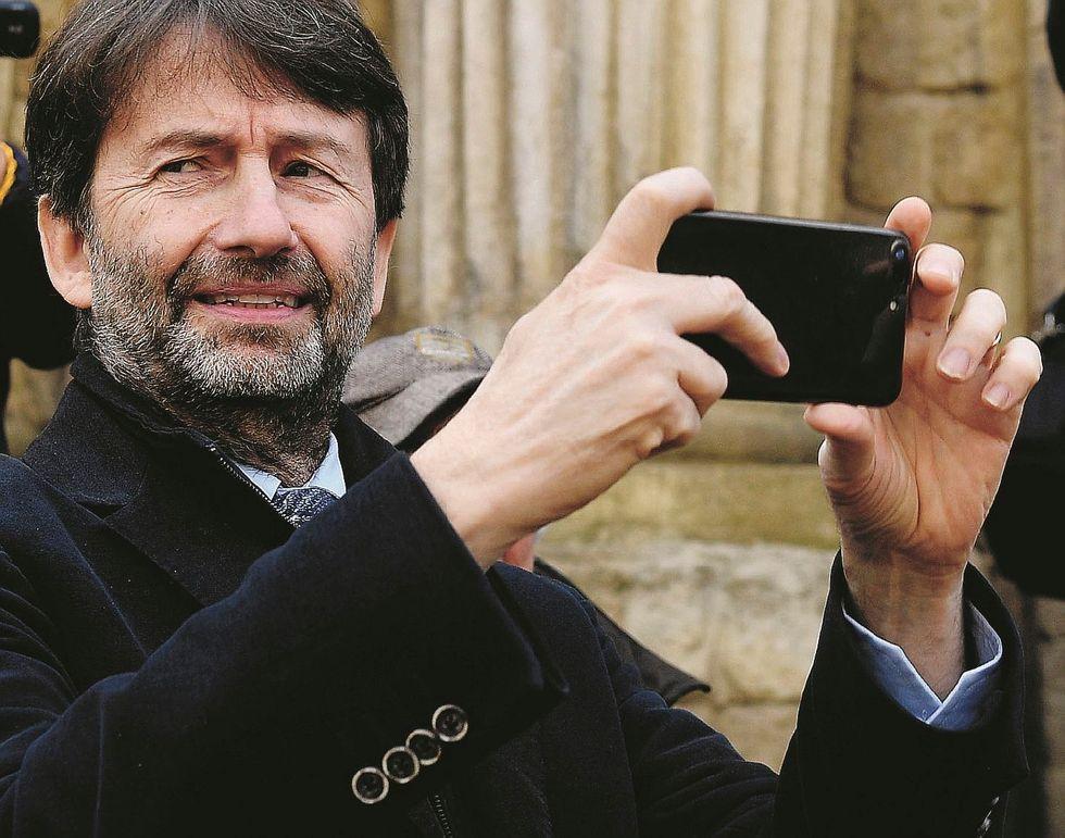 Il governo si vende le immagini dell'Italia