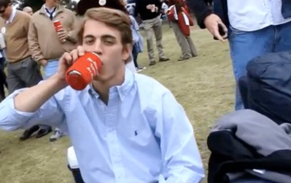 15 People You'll Meet On Your Small Campus, Because You Couldn't Avoid Them If You Tried