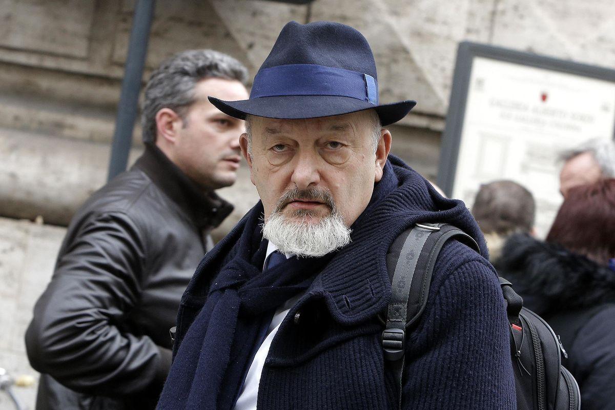 La Procura di Napoli apre un'indagine che preoccupa il padre di Renzi