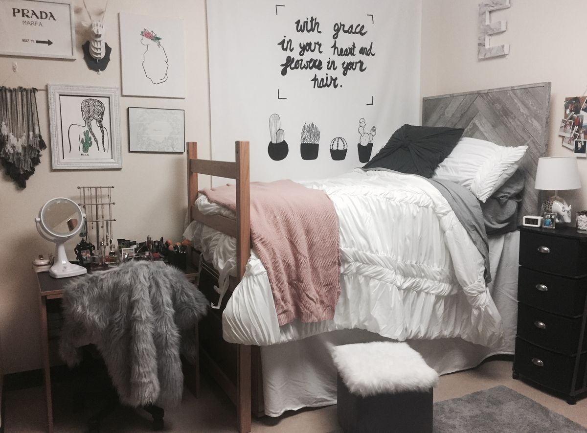 10 Ways To Decorate Your Dorm Room This Fall