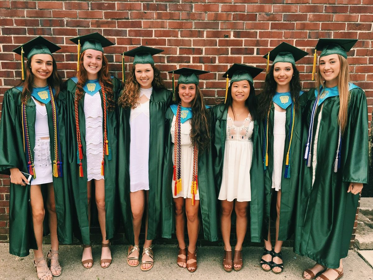 30 Inconsequential Thoughts College Girls Have While Visiting Best Friends At Other Schools