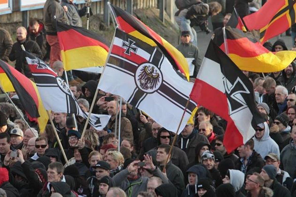 «Quella non è una bandiera nazista». L'Arma assolve il militare di Firenze