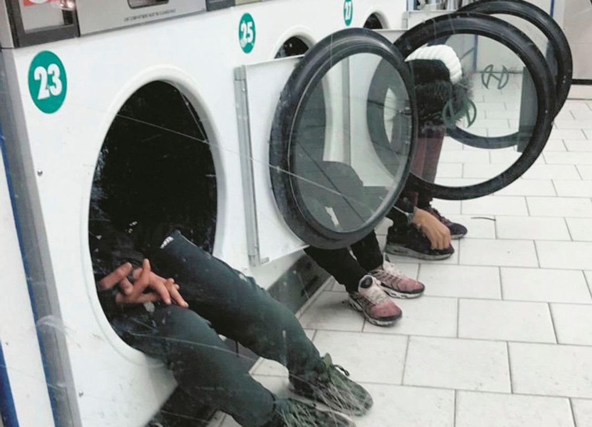 Minorenni, spacciatori e violenti: Parigi assediata dai baby migranti