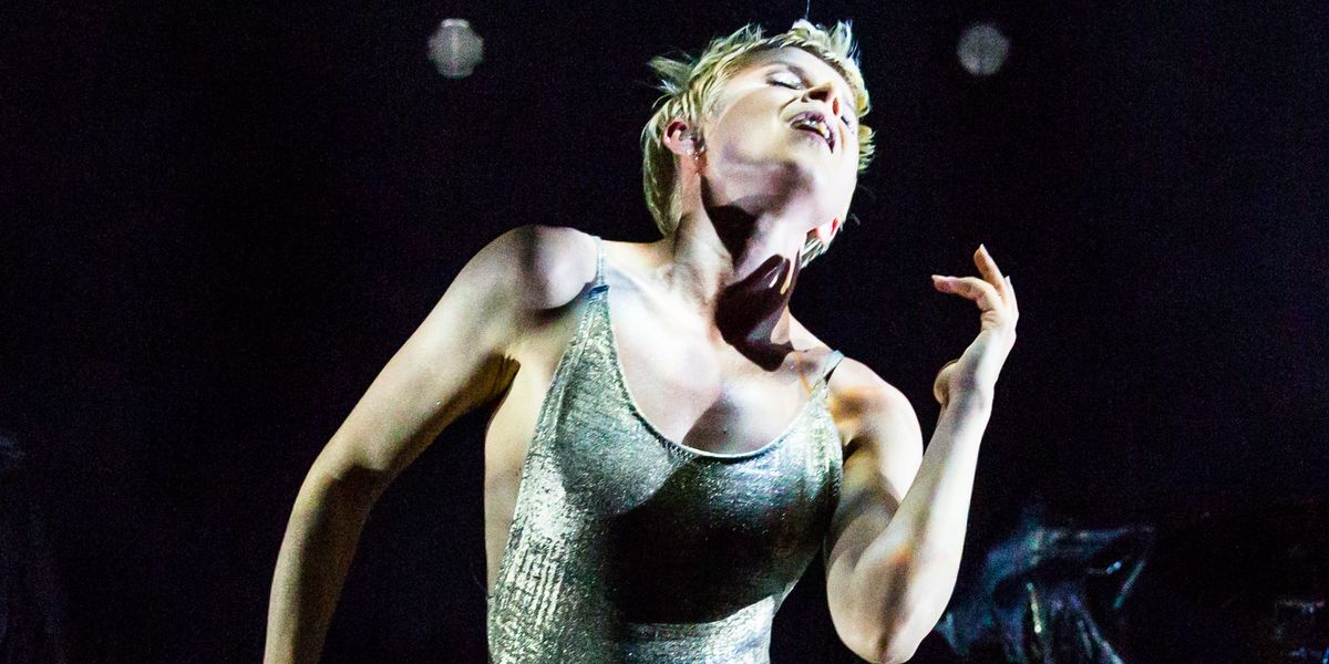 Robyn Debuts New Song During Surprise New York Appearance