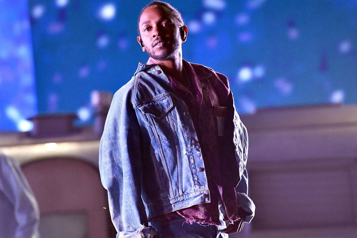 Kendrick Lamar Stops White Fan Using the N-word on Stage