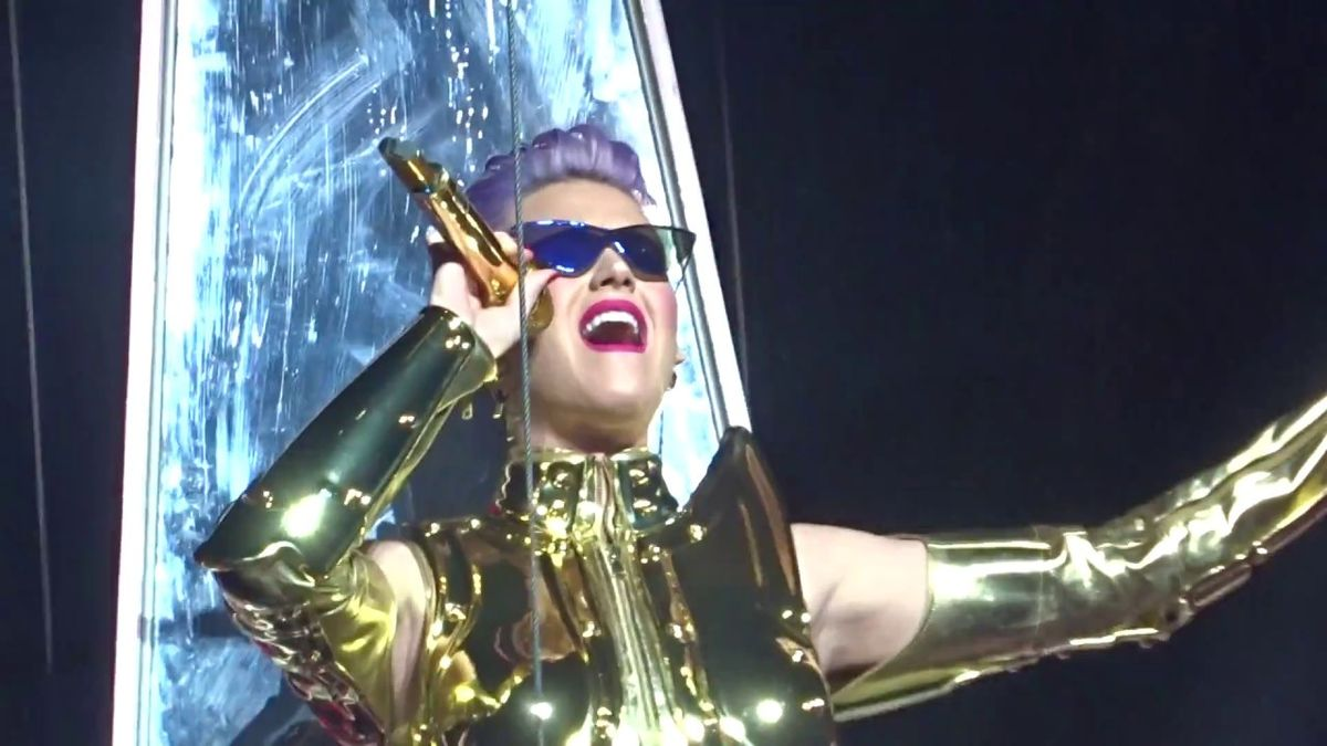 Katy Perry Makes The Ziggo Dome Witness