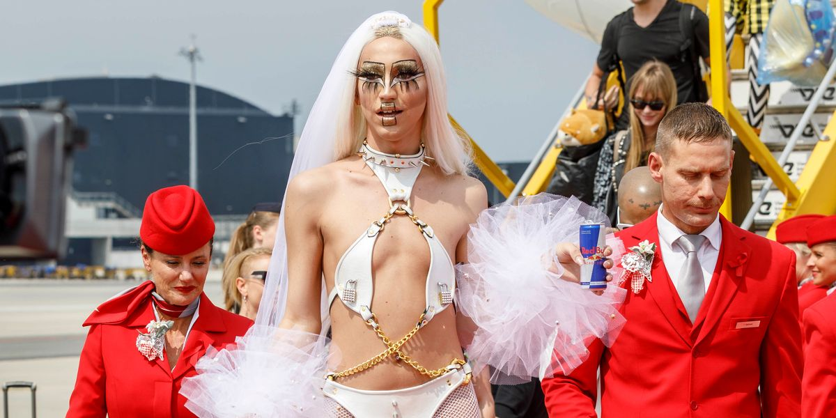 NYC Nightlife Star Linux Brought the Looks to Life Ball