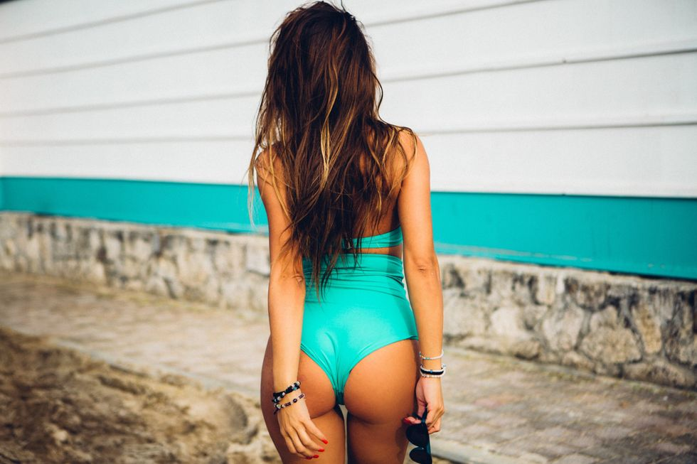 Ladies, Do You Really Need To Show Off Your Butt In Your Photos?